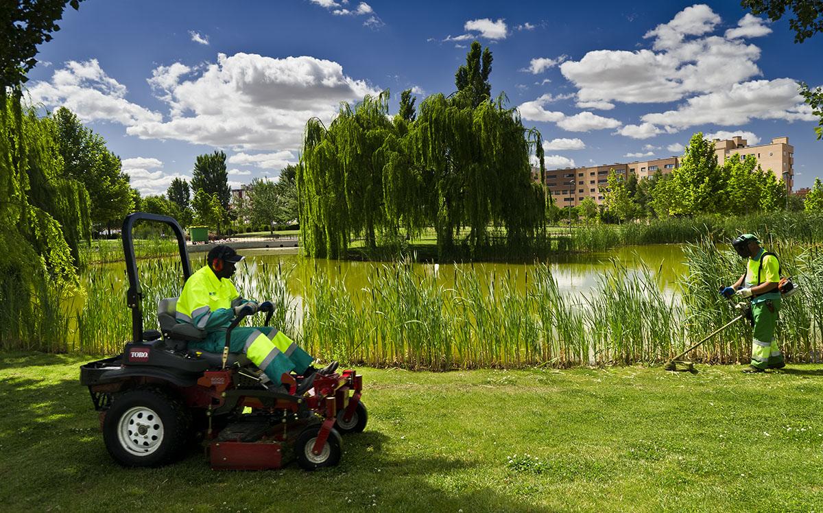 Servicio de conservaci n y mantenimiento de zonas verdes y - Imagenes de jardineria ...